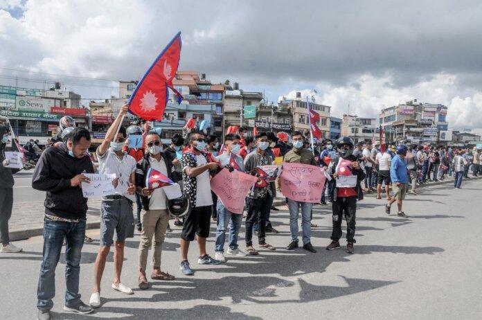 ओलीको समर्थनमा देशका विभिन्न स्थानमा प्रदर्शन