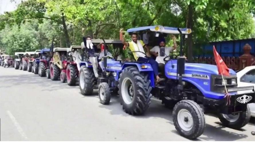 कृषि विधेयकको विरोधमा किसानहरुले भारतभर चक्काजाम