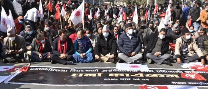 नेकपाको दाहाल, प्रचण्ड र माधव नेपाल पक्षले आज काठमाडौंमा प्रदर्शन गर्दै