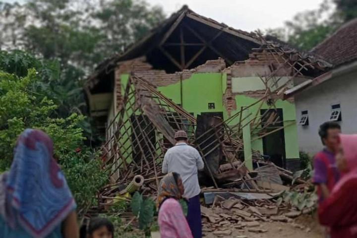 इन्डोनेसियामा भूकम्प जाँदा सातको मृत्यु